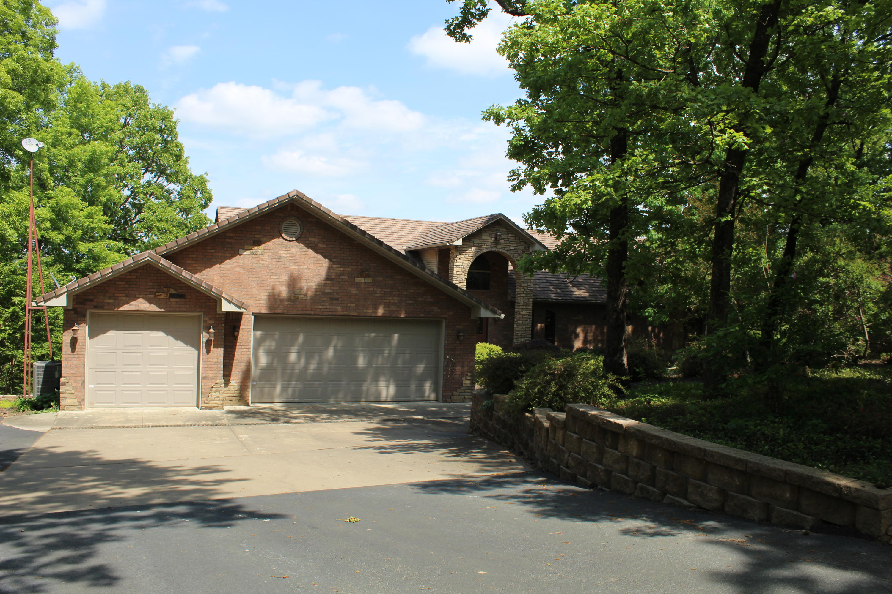 Large photo 51 of home for sale at 220 Rolling River Lane, Russellville, AR