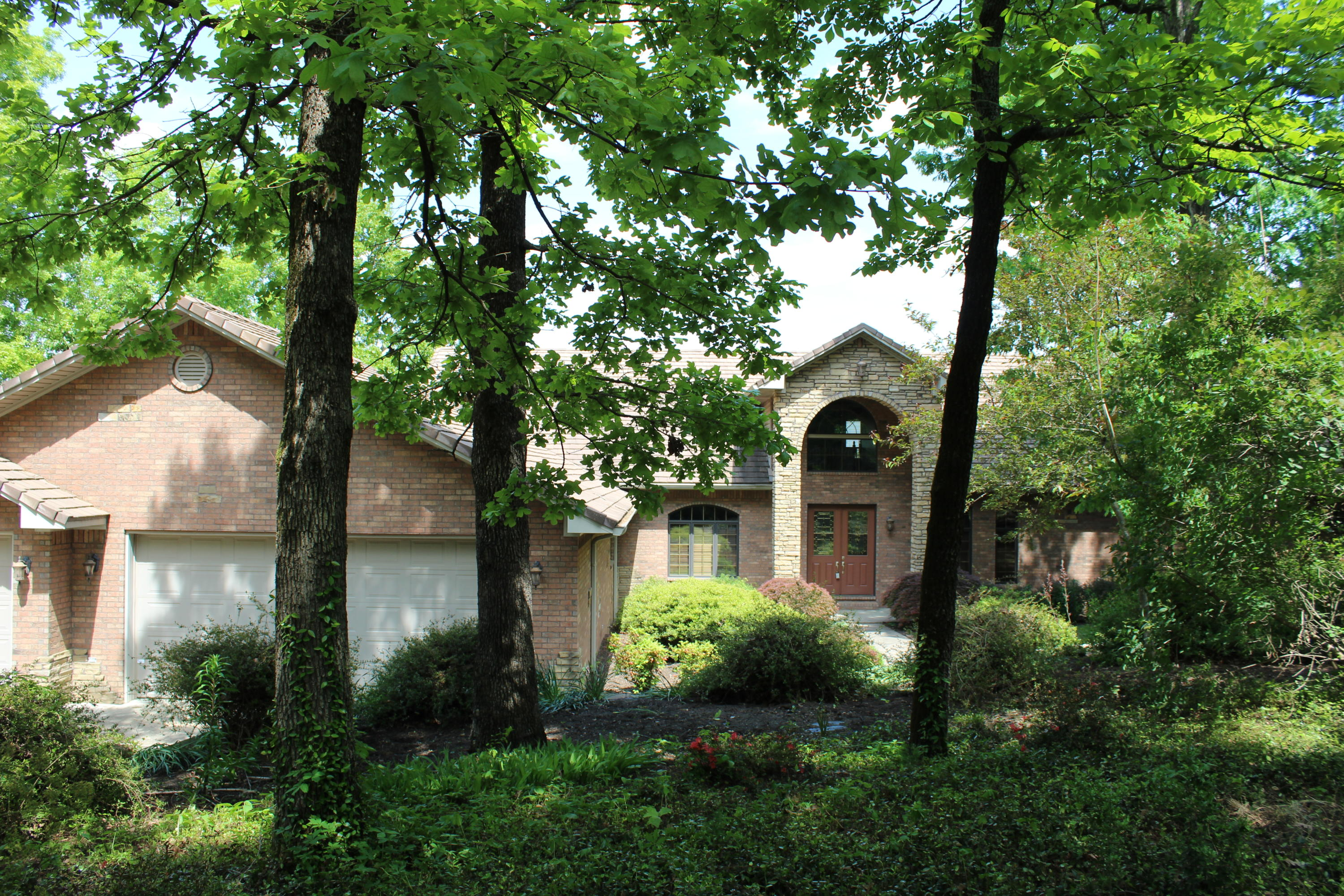 Large photo 3 of home for sale at 220 Rolling River Lane, Russellville, AR