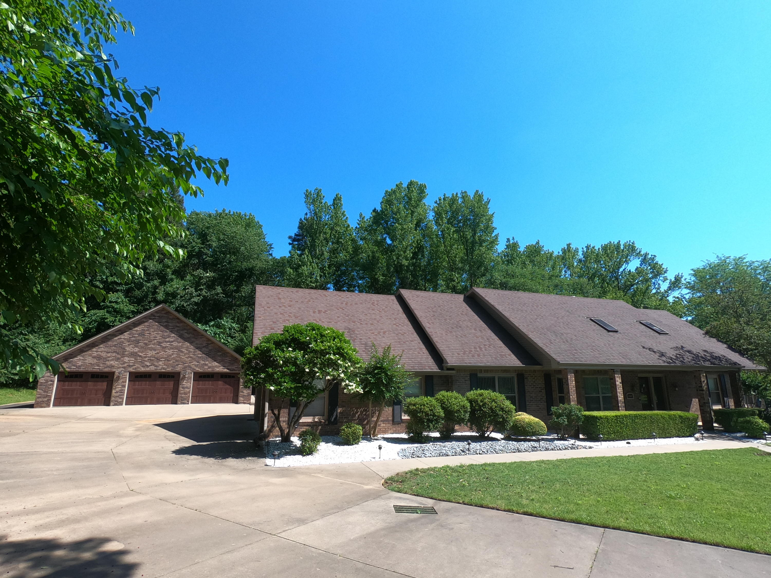 Large photo 2 of home for sale at 208 Craigwood Circle, Russellville, AR