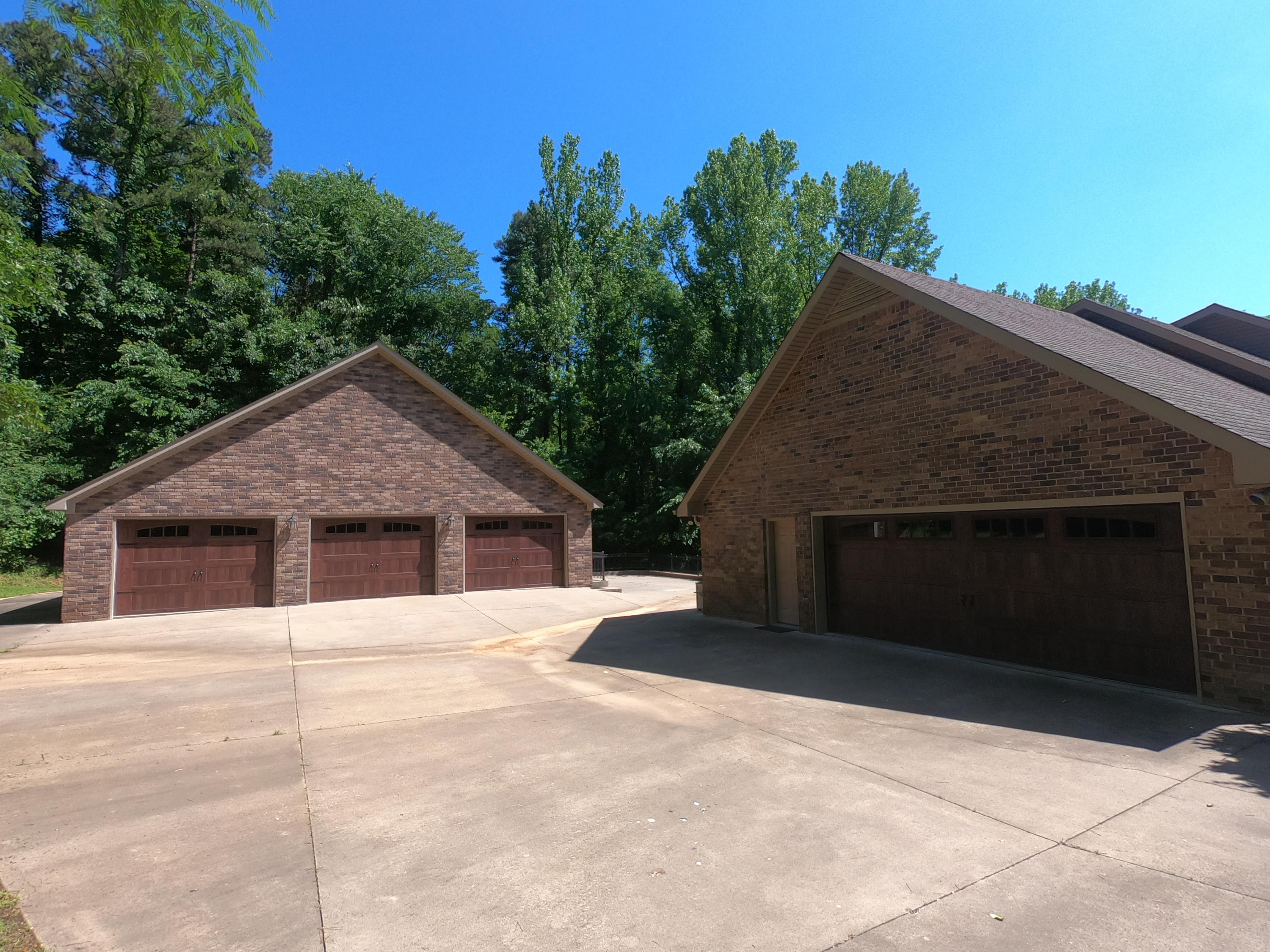 Large photo 3 of home for sale at 208 Craigwood Circle, Russellville, AR