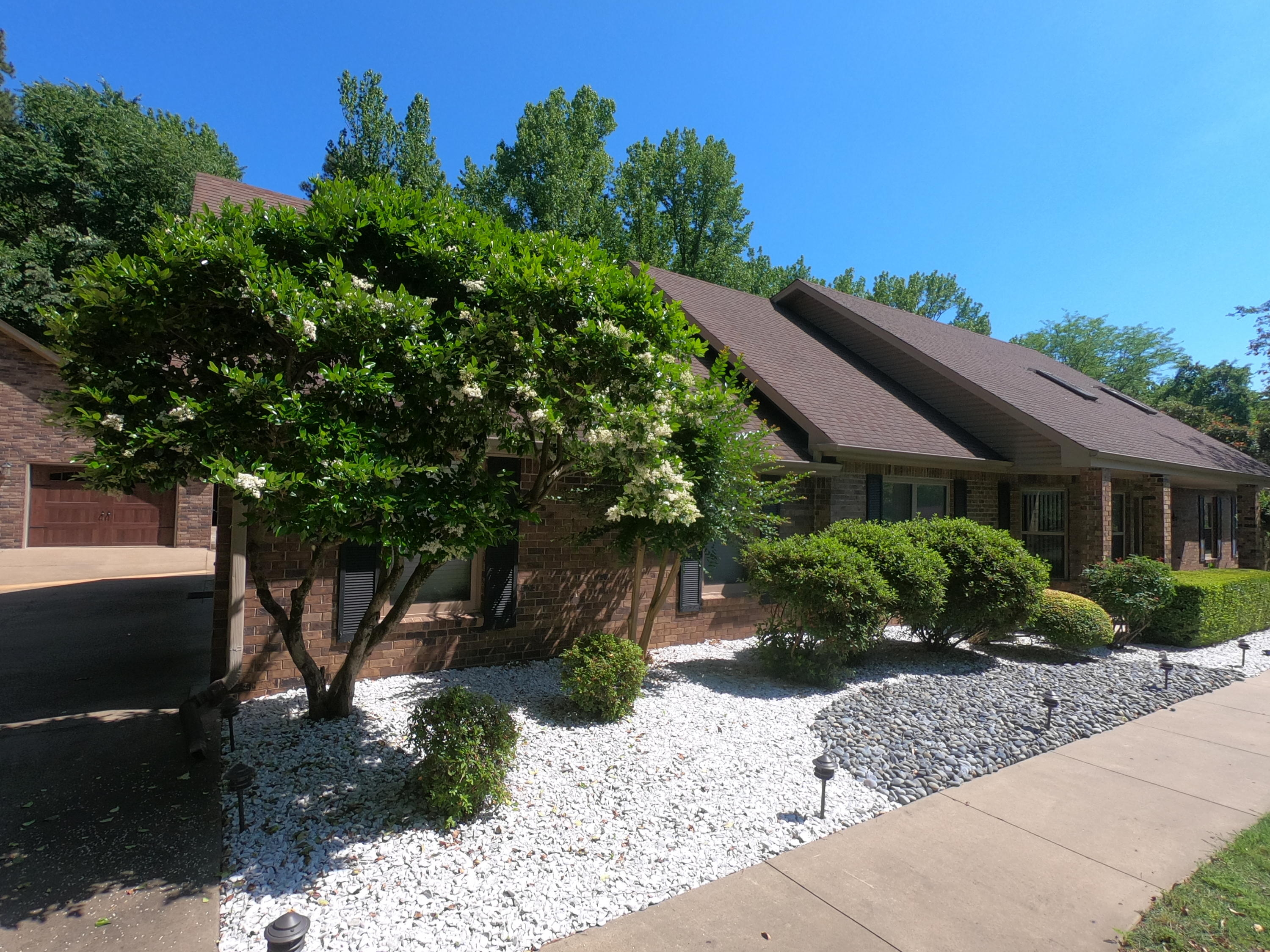 Large photo 4 of home for sale at 208 Craigwood Circle, Russellville, AR