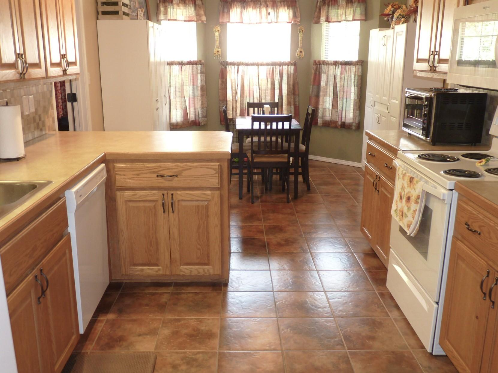 Large photo 9 of home for sale at 203 Willow Creek Drive, Dardanelle, AR
