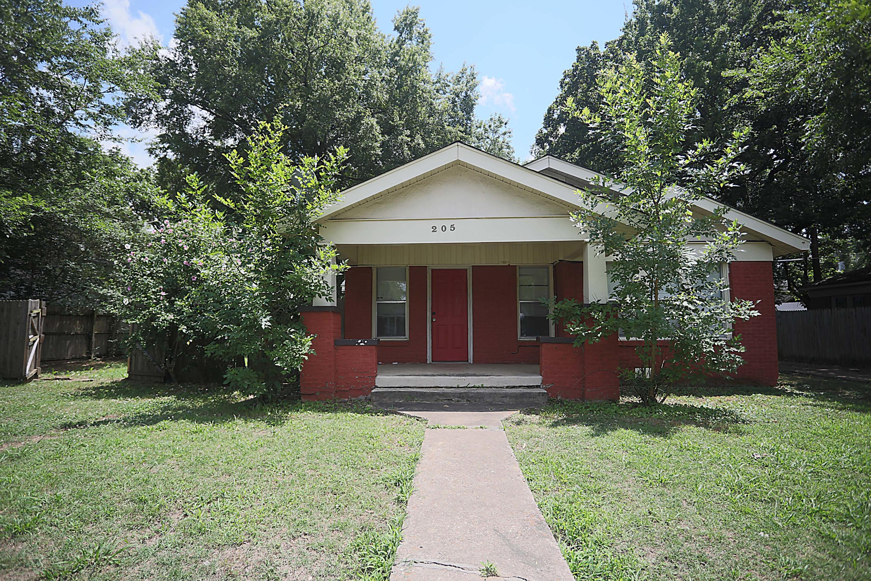 Large photo 1 of home for sale at 205 K Street, Russellville, AR