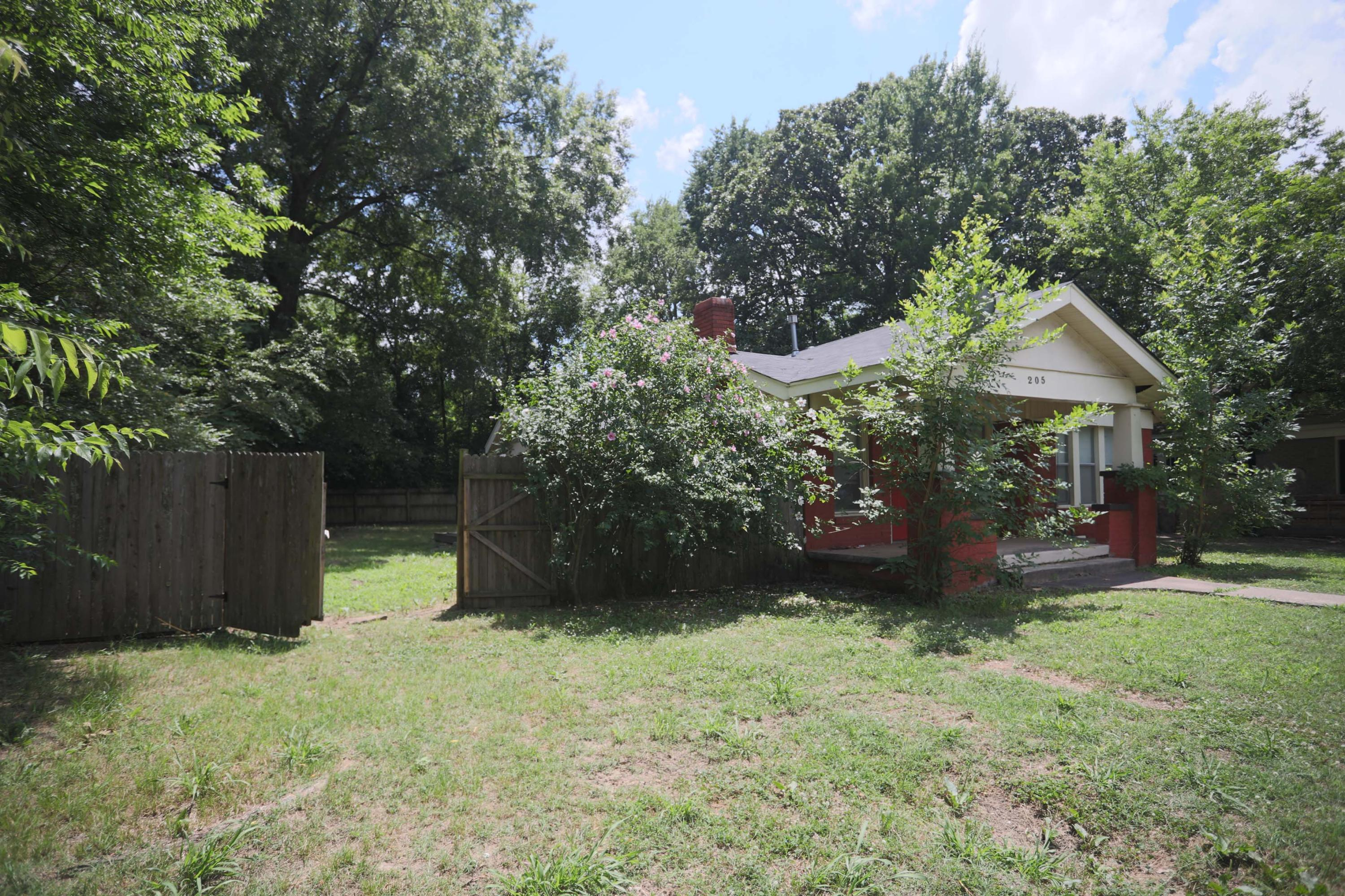 Large photo 17 of home for sale at 205 K Street, Russellville, AR