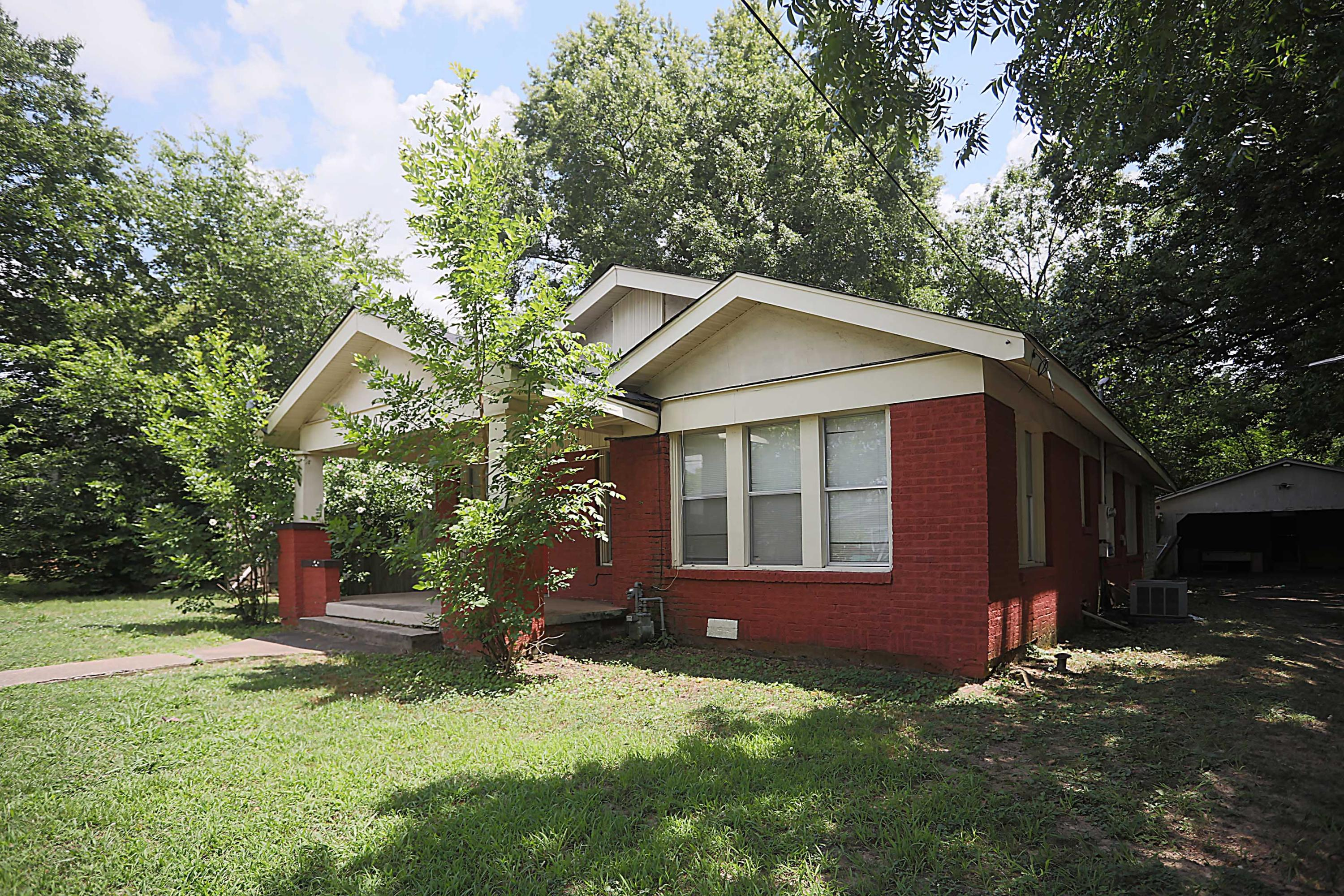 Large photo 2 of home for sale at 205 K Street, Russellville, AR
