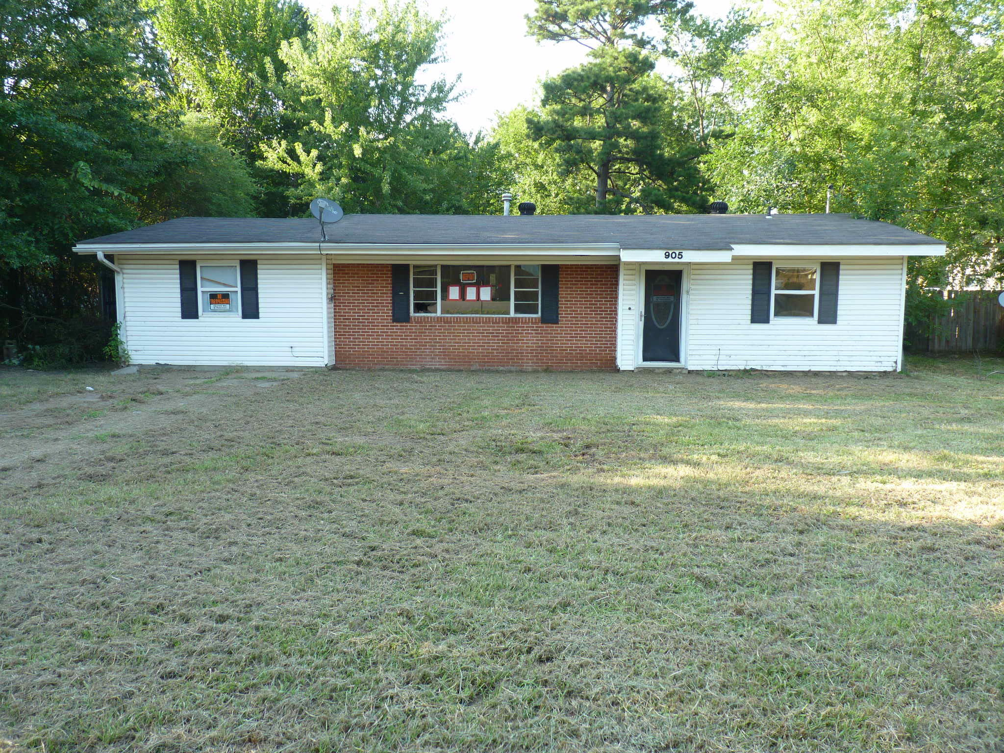 Large photo 1 of home for sale at 905 9th Street, Russellville, AR