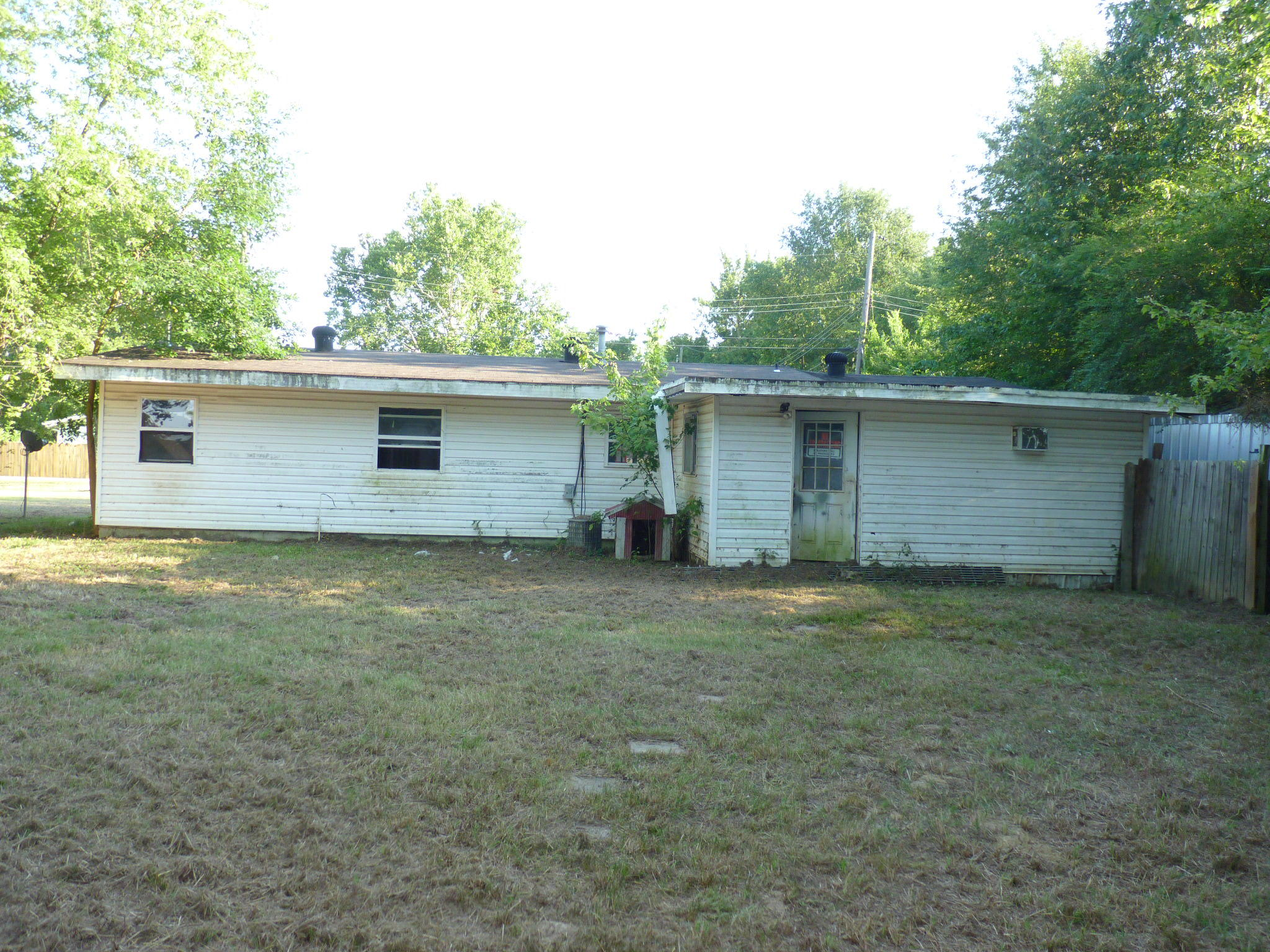 Large photo 2 of home for sale at 905 9th Street, Russellville, AR
