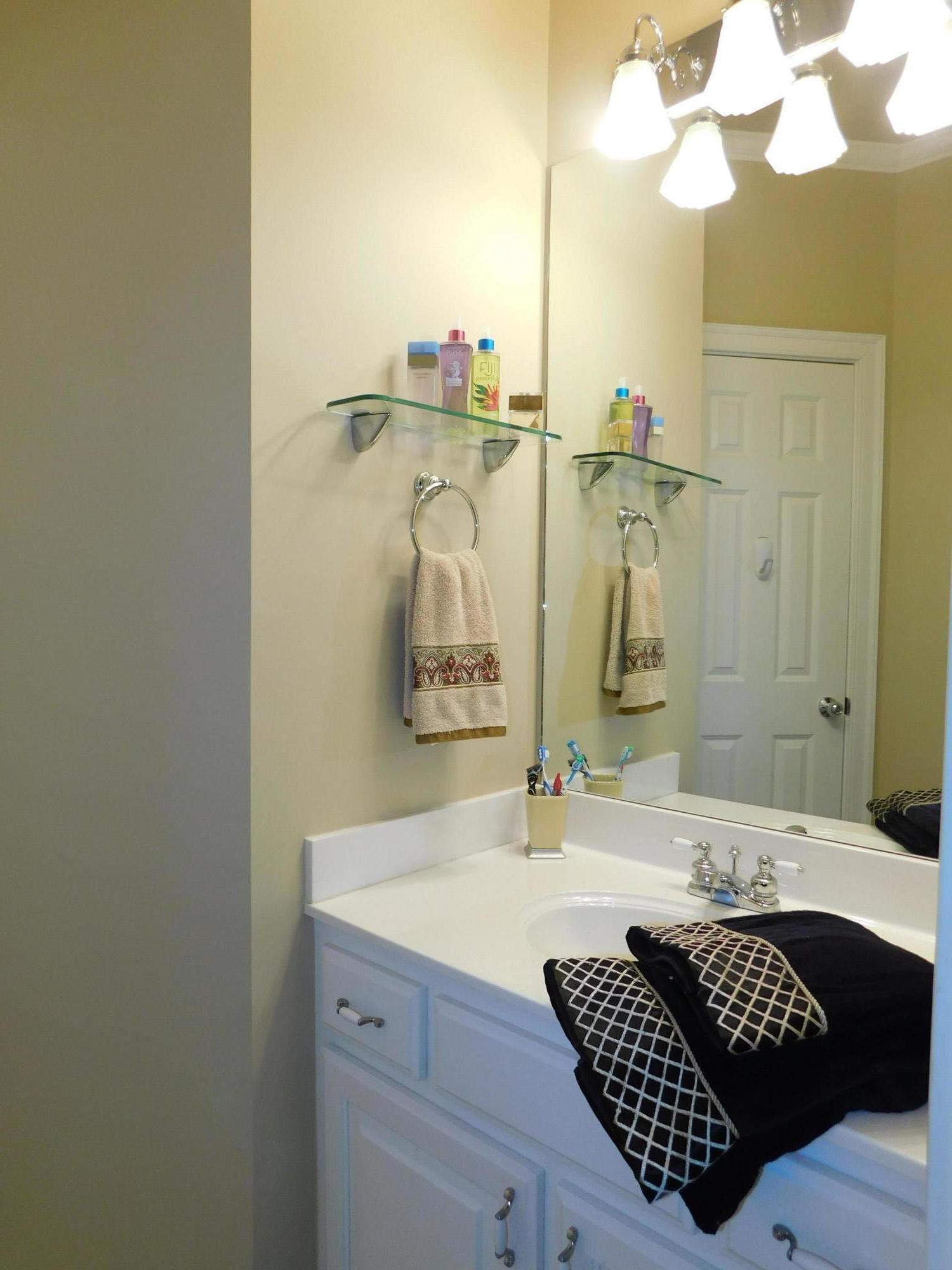 Large photo 28 of home for sale at 401 Ruth Lane, Russellville, AR