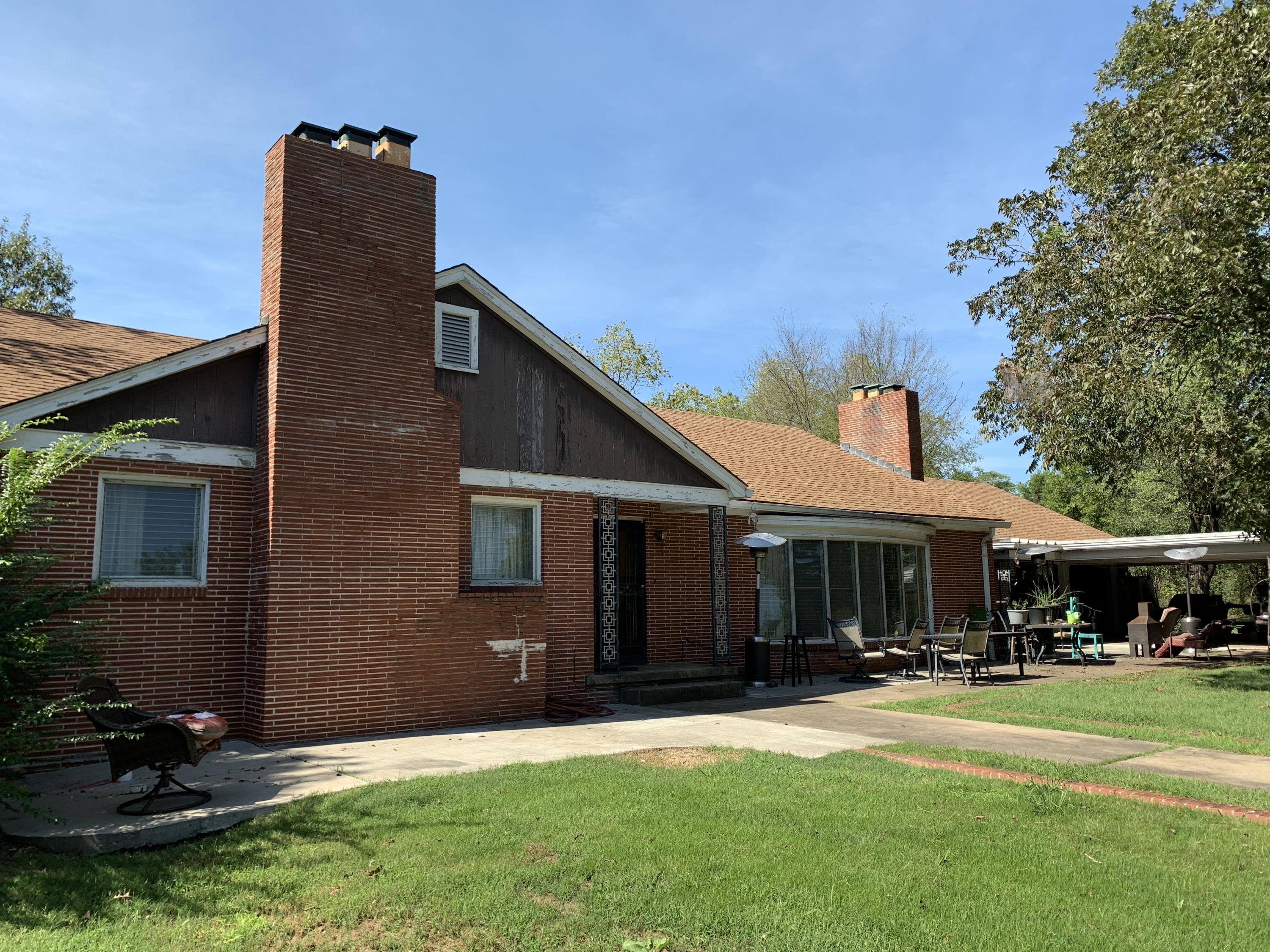 Large photo 5 of home for sale at 501 Hayes Street, Clarksville, AR