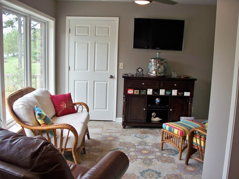 Large photo 12 of home for sale at 692 Bayview Circle, Knoxville, AR