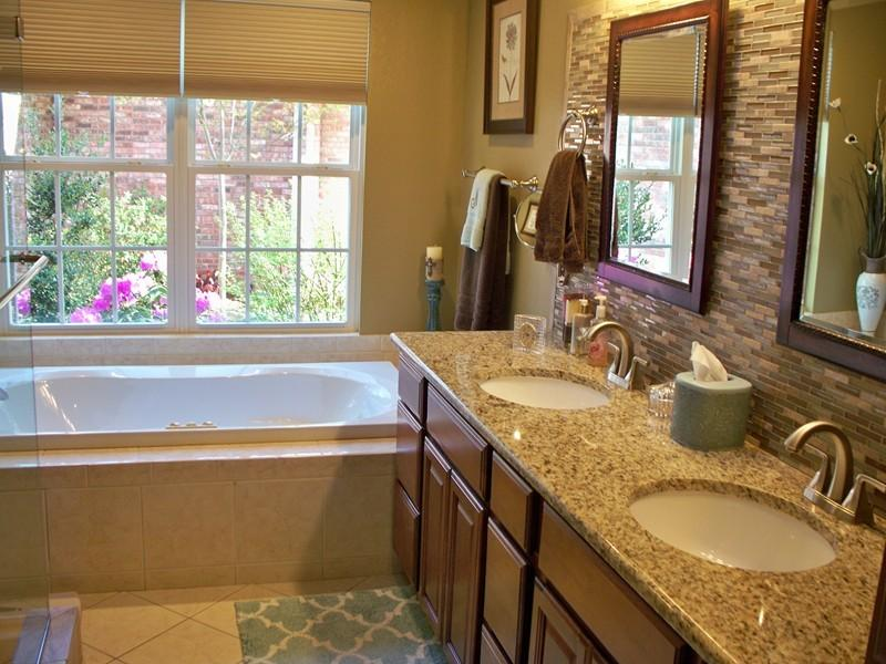 Large photo 16 of home for sale at 692 Bayview Circle, Knoxville, AR