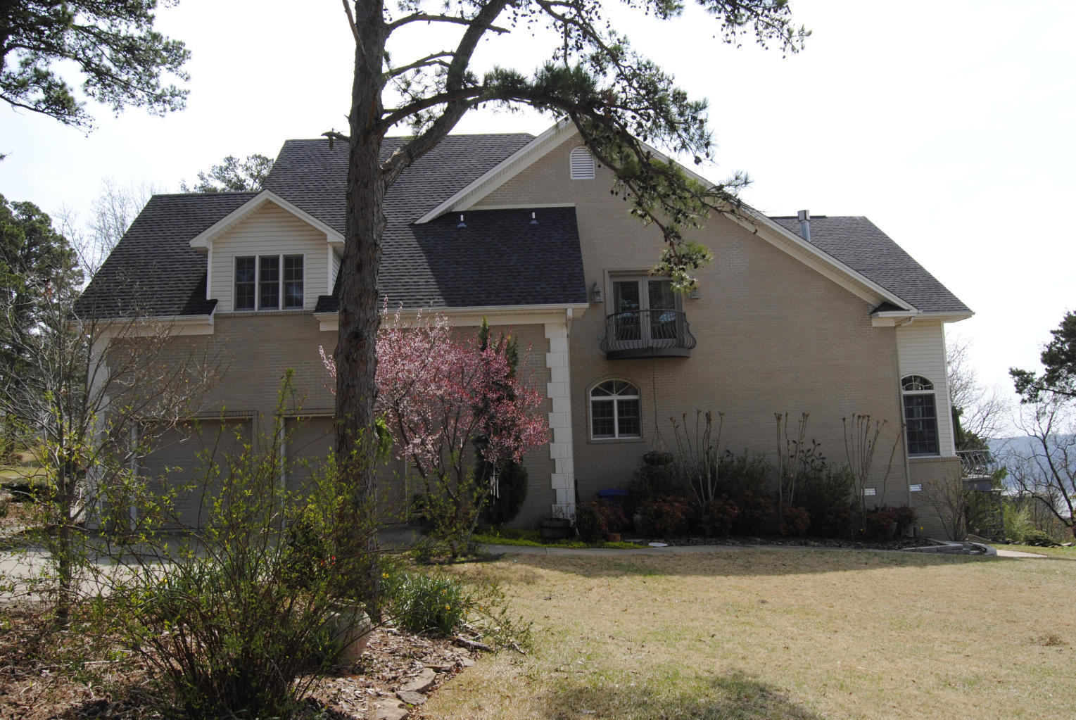 Large photo 3 of home for sale at 6 Rim Rock Road, Russellville, AR