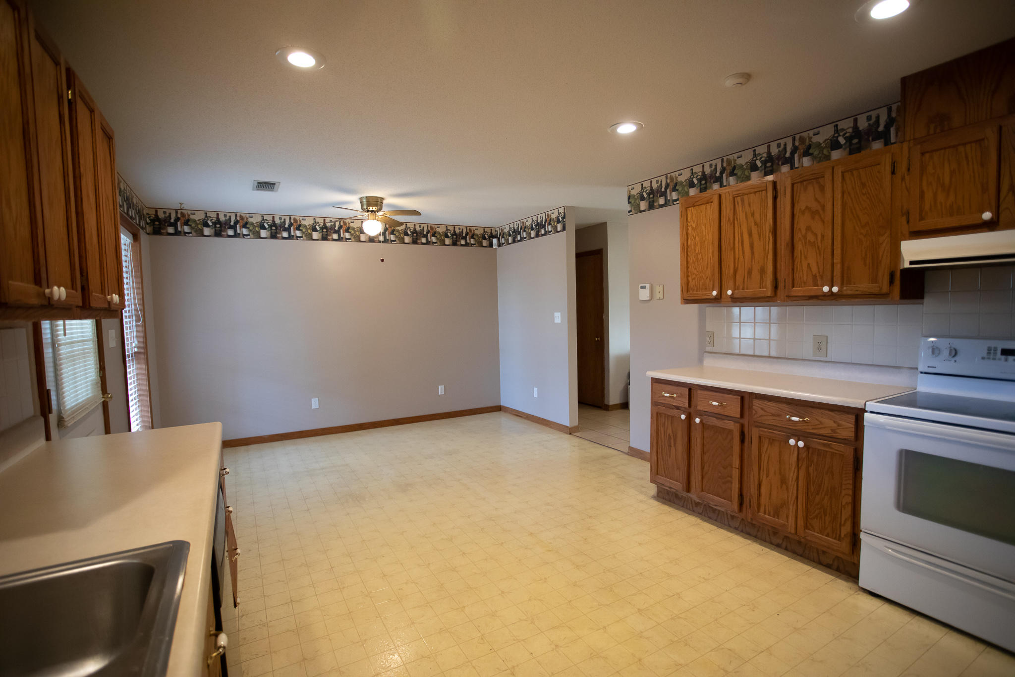Large photo 7 of home for sale at 894 Sparksford Drive, Russellville, AR