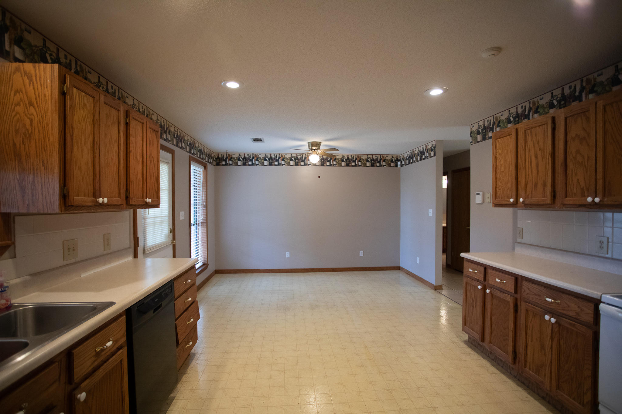Large photo 8 of home for sale at 894 Sparksford Drive, Russellville, AR