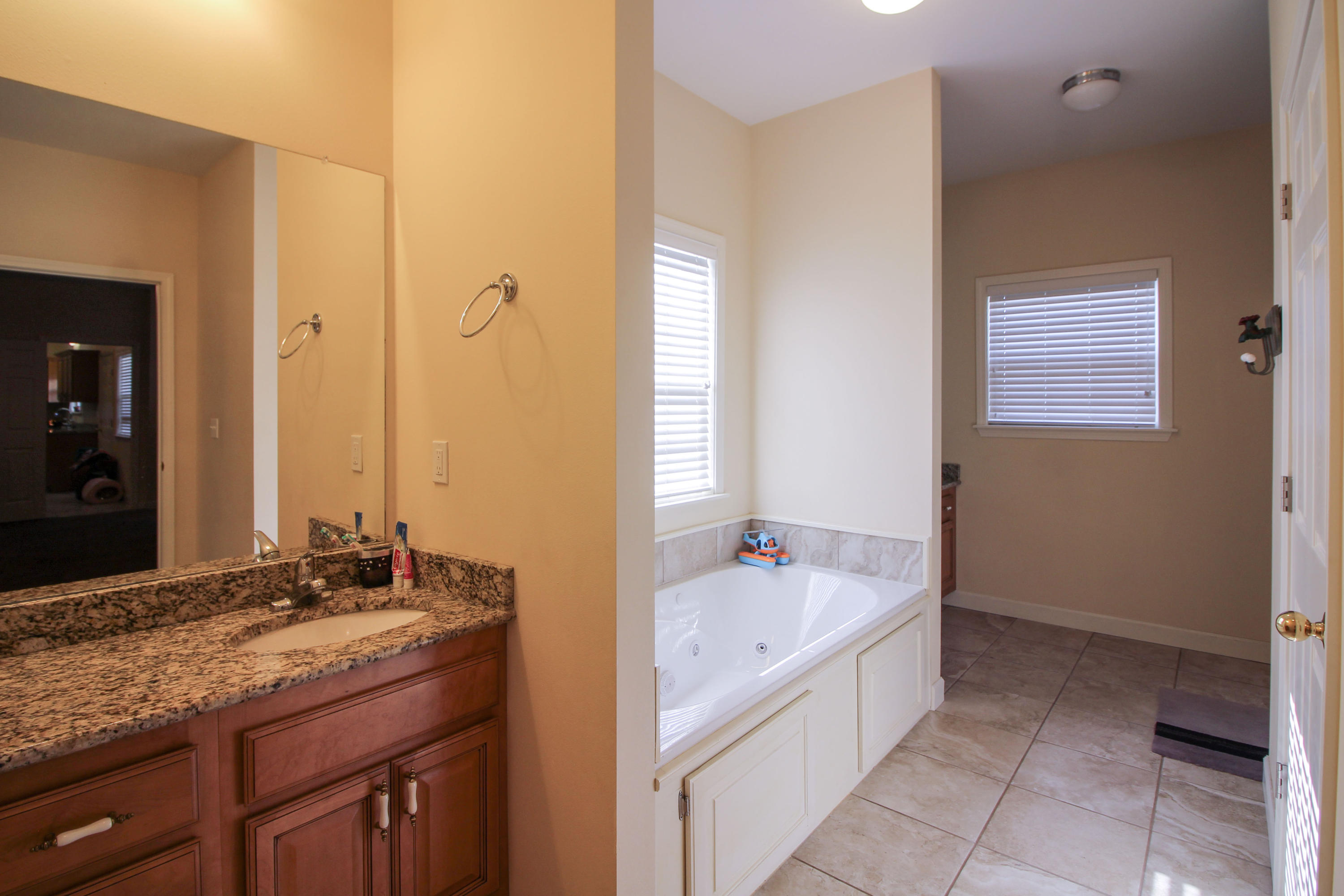 Large photo 14 of home for sale at 915 Singleton Road, Dover, AR