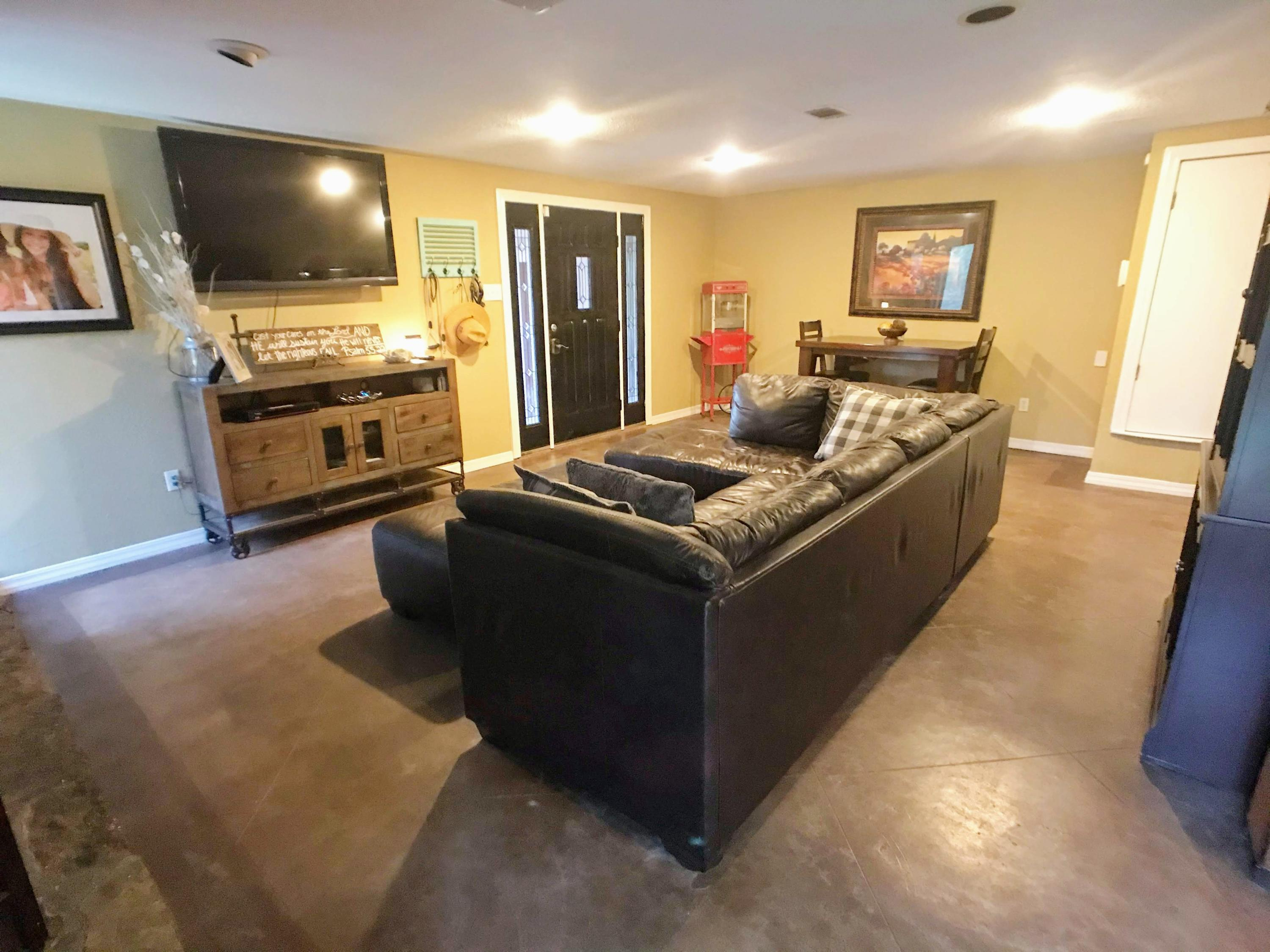 Large photo 19 of home for sale at 282 Royal Oaks Lane, Russellville, AR