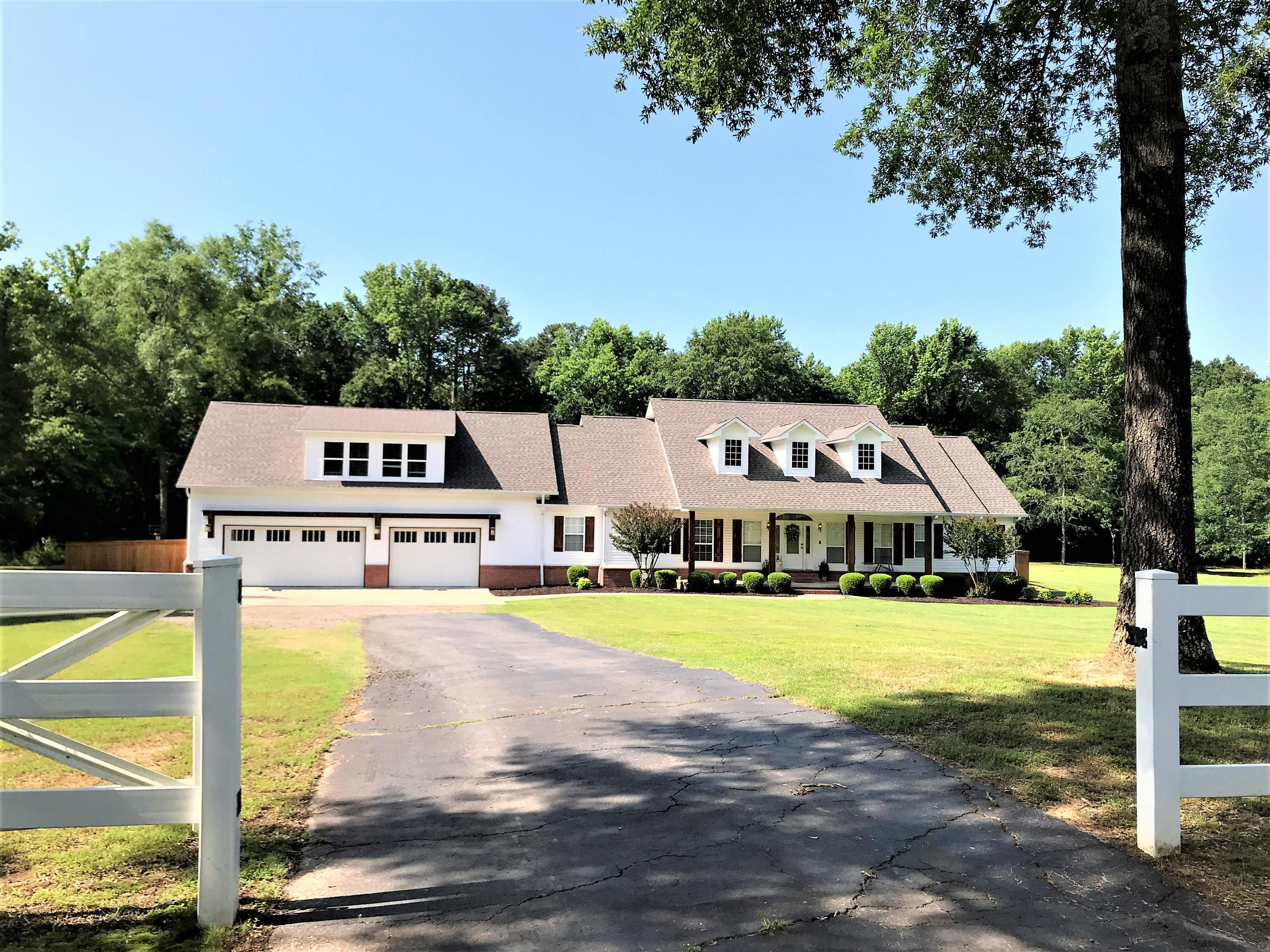 Large photo 9 of home for sale at 1051 Center Valley Road, Russellville, AR