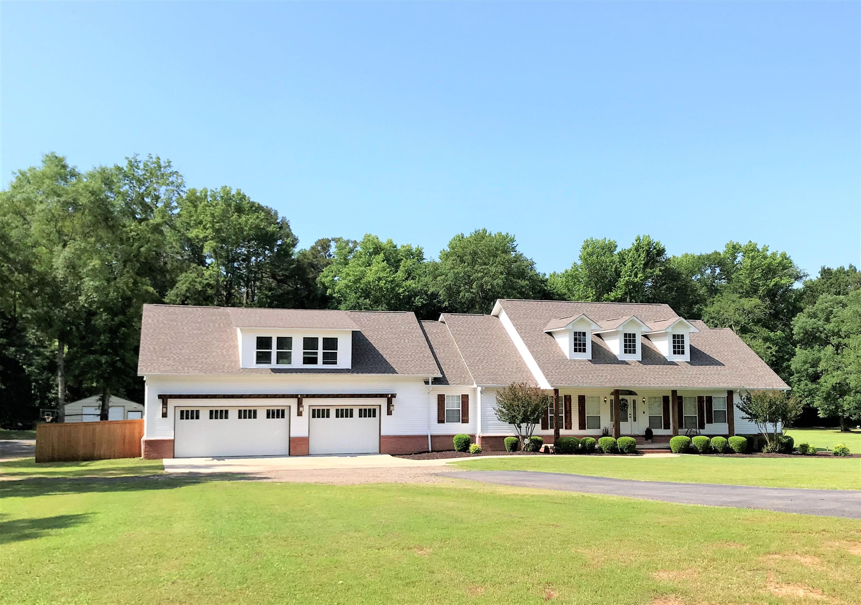 Large photo 3 of home for sale at 1051 Center Valley Road, Russellville, AR