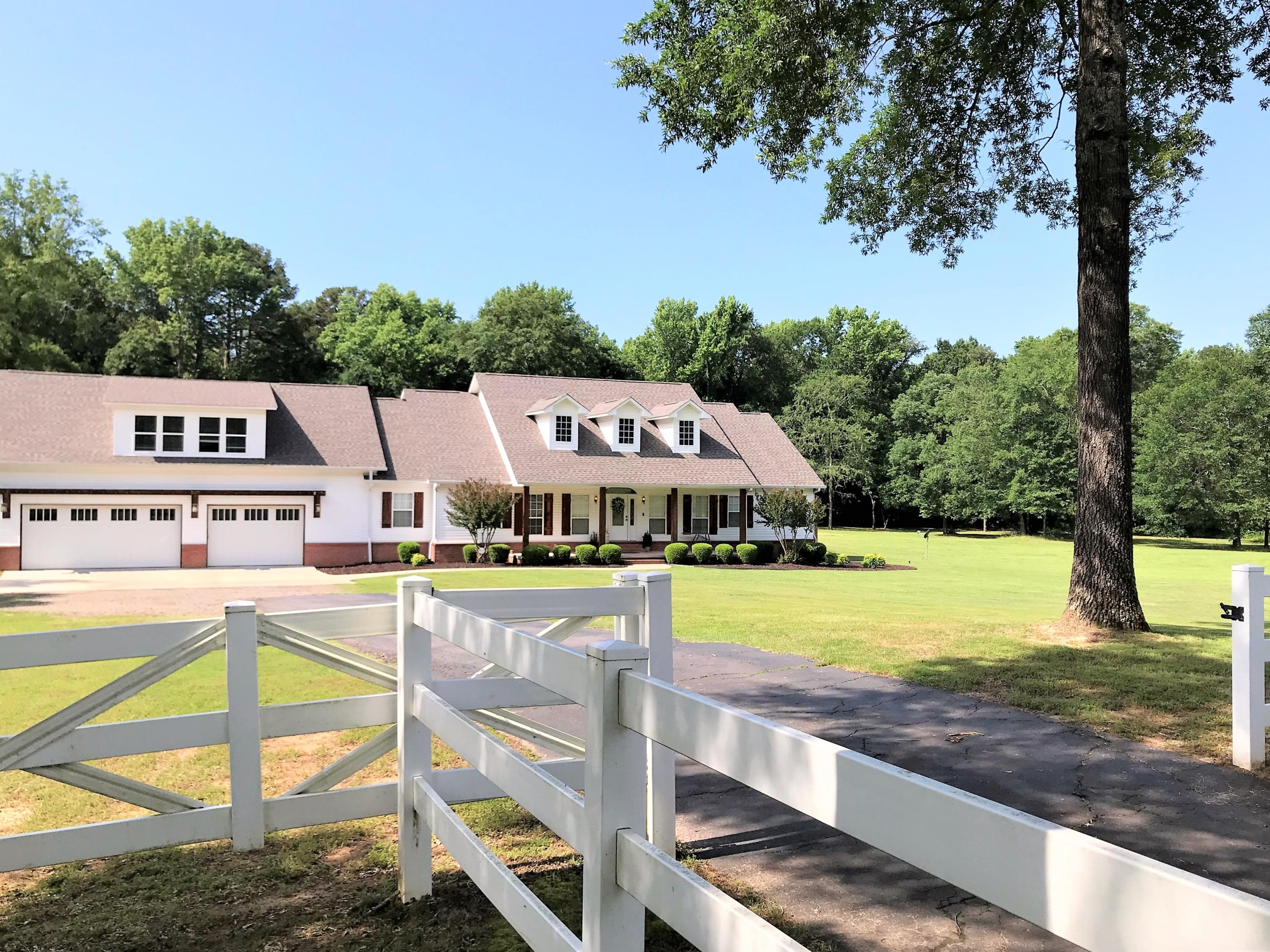 Large photo 80 of home for sale at 1051 Center Valley Road, Russellville, AR