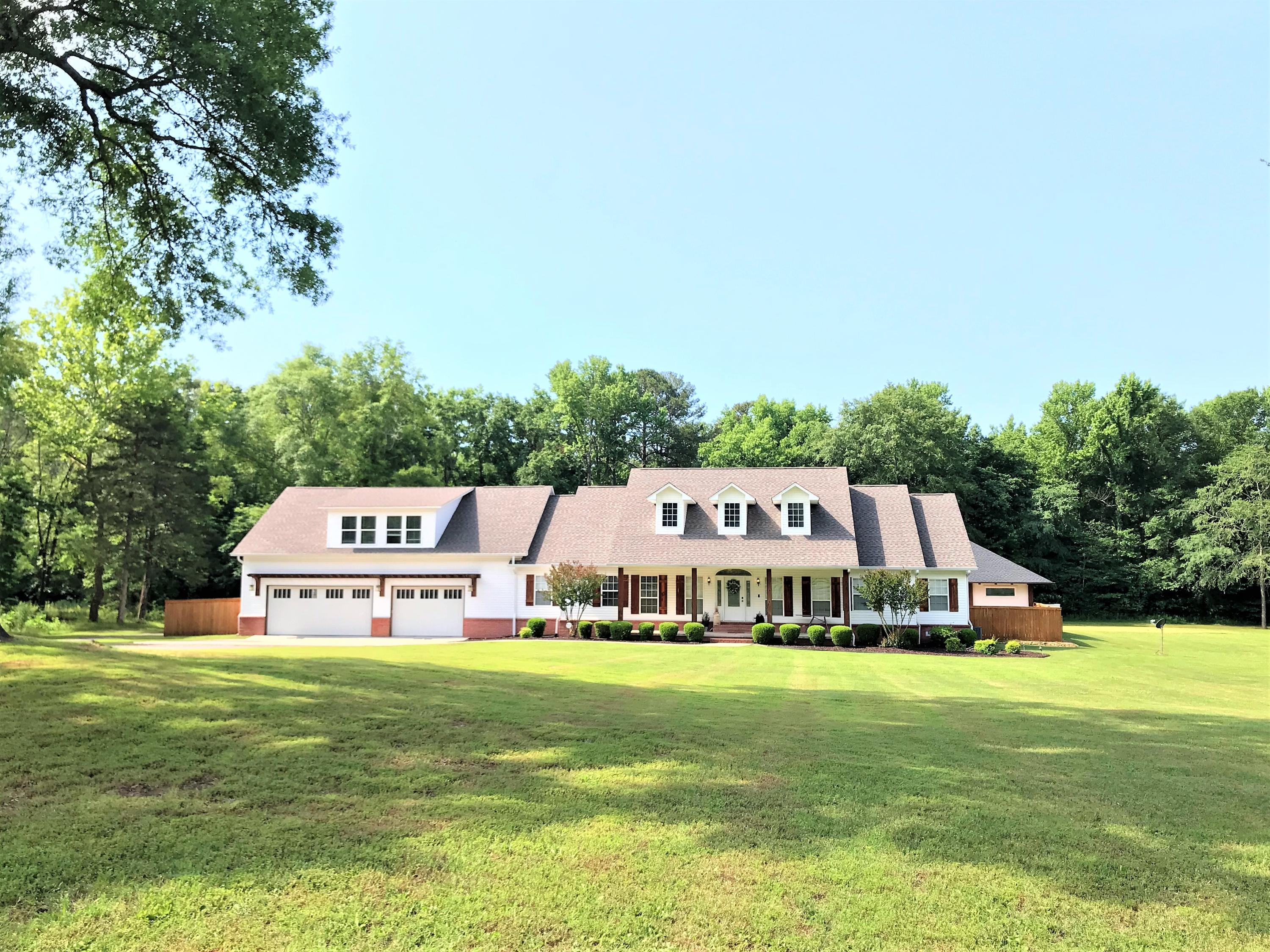 Large photo 2 of home for sale at 1051 Center Valley Road, Russellville, AR