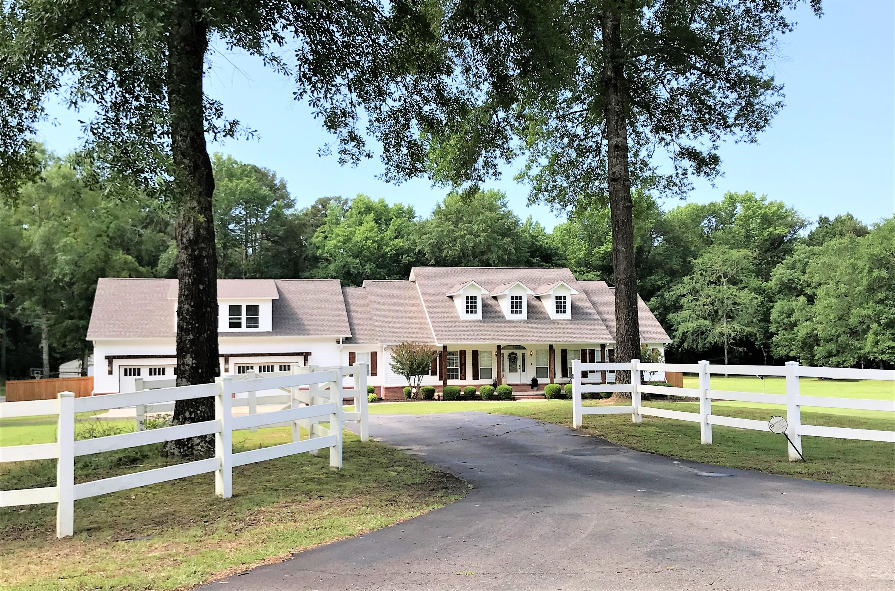 Large photo 1 of home for sale at 1051 Center Valley Road, Russellville, AR