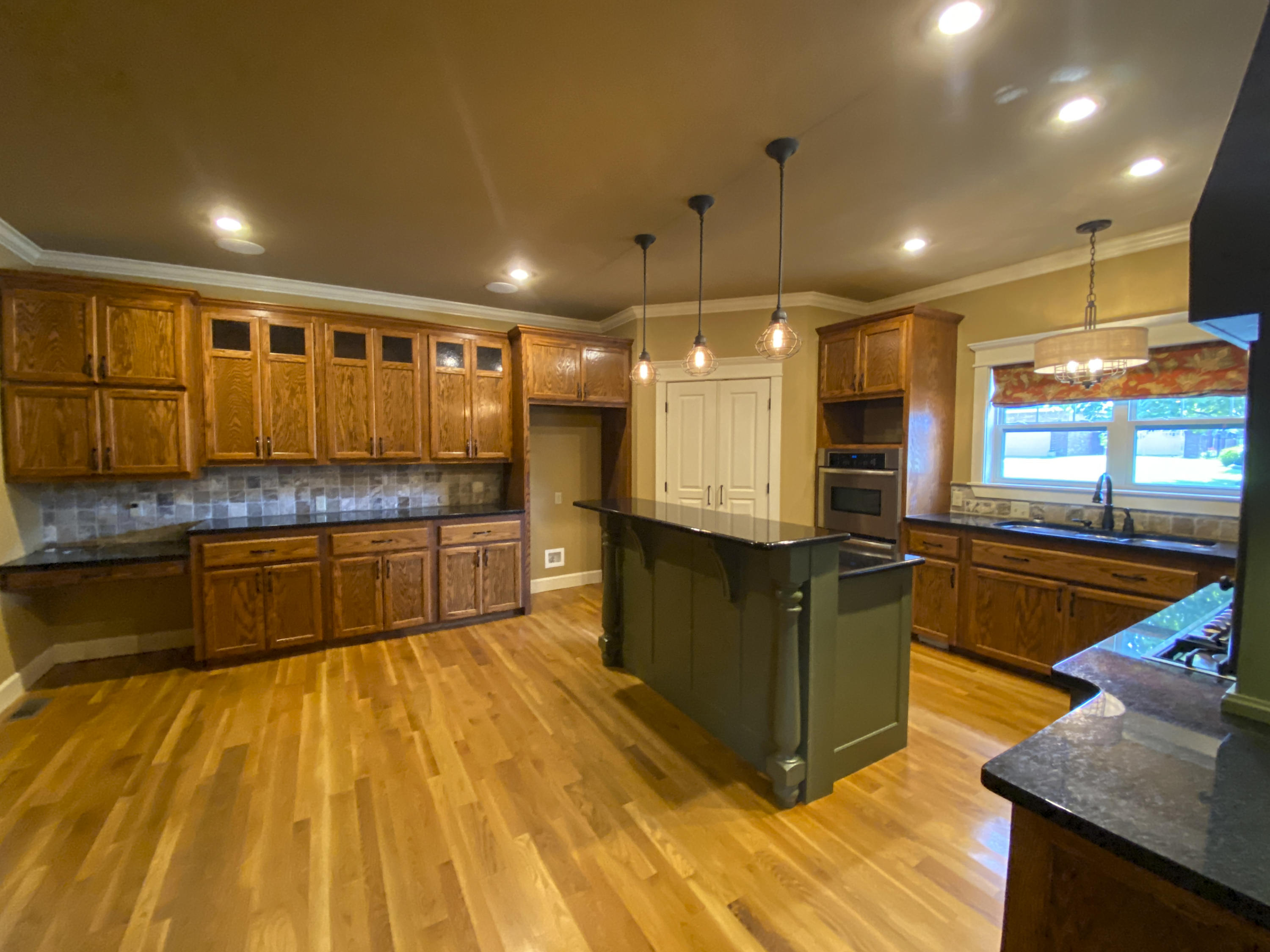 Large photo 13 of home for sale at 2103 6th Street, Russellville, AR