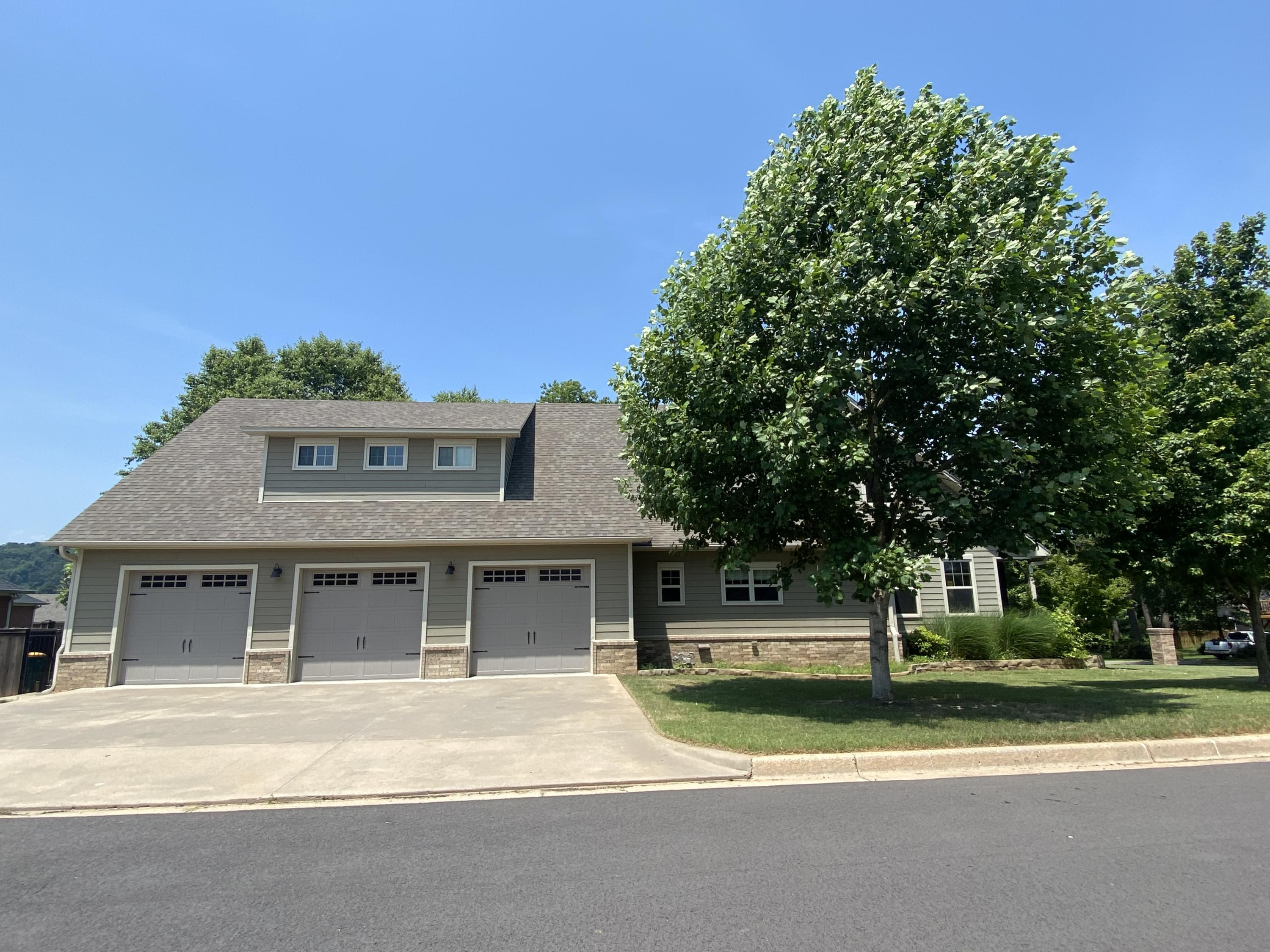 Large photo 3 of home for sale at 2103 6th Street, Russellville, AR