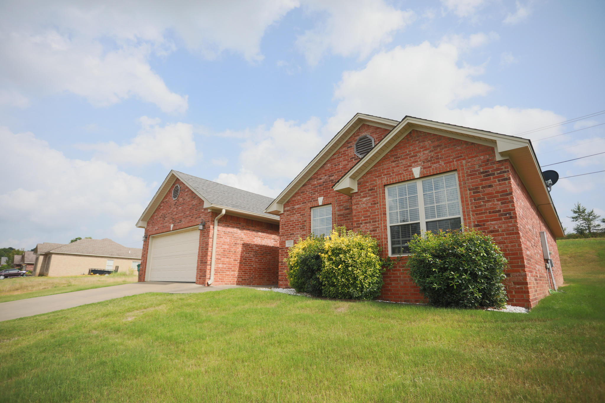 Large photo 1 of home for sale at 220 Hawthorne Lane, Russellville, AR