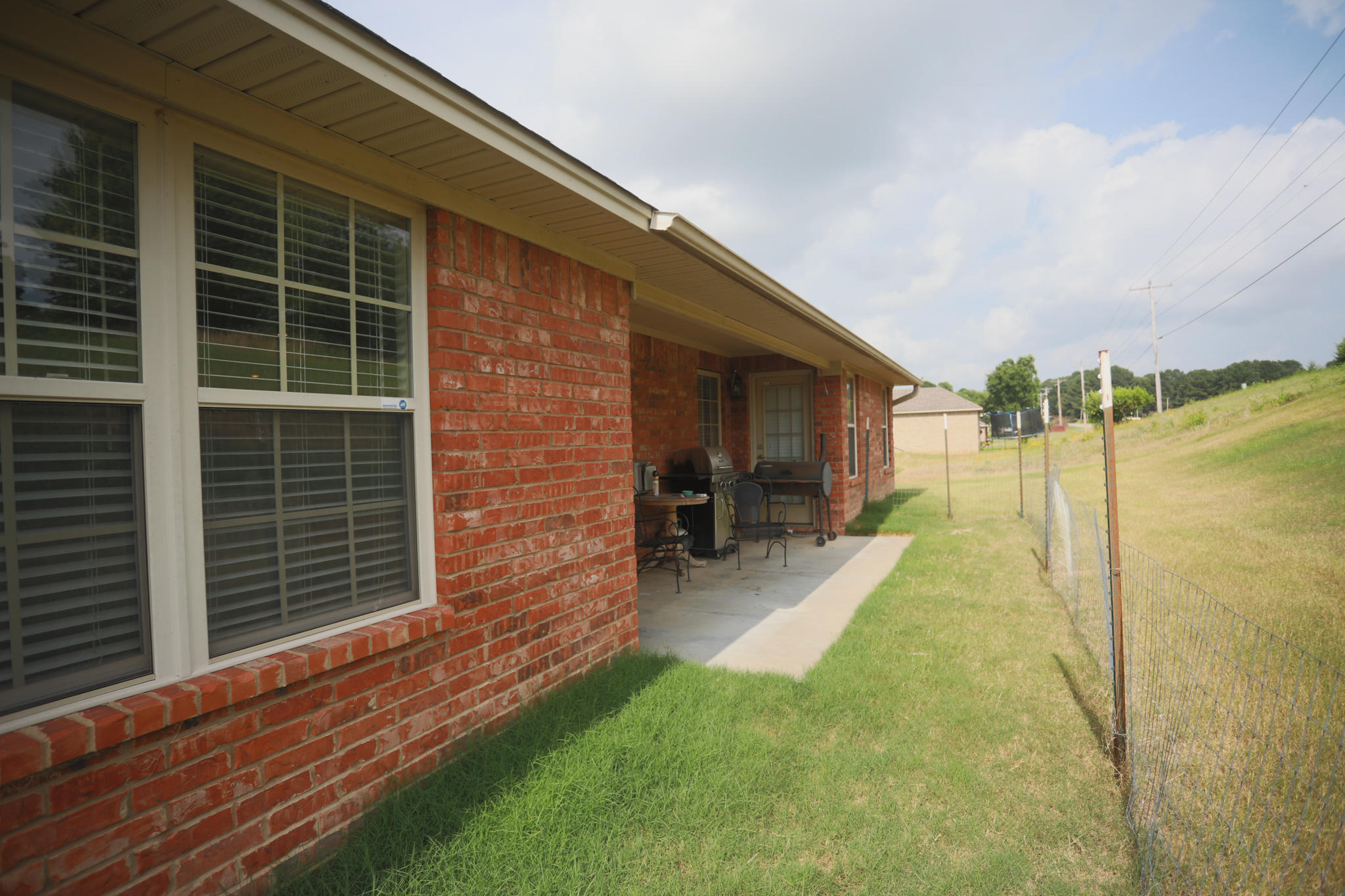 Large photo 3 of home for sale at 220 Hawthorne Lane, Russellville, AR