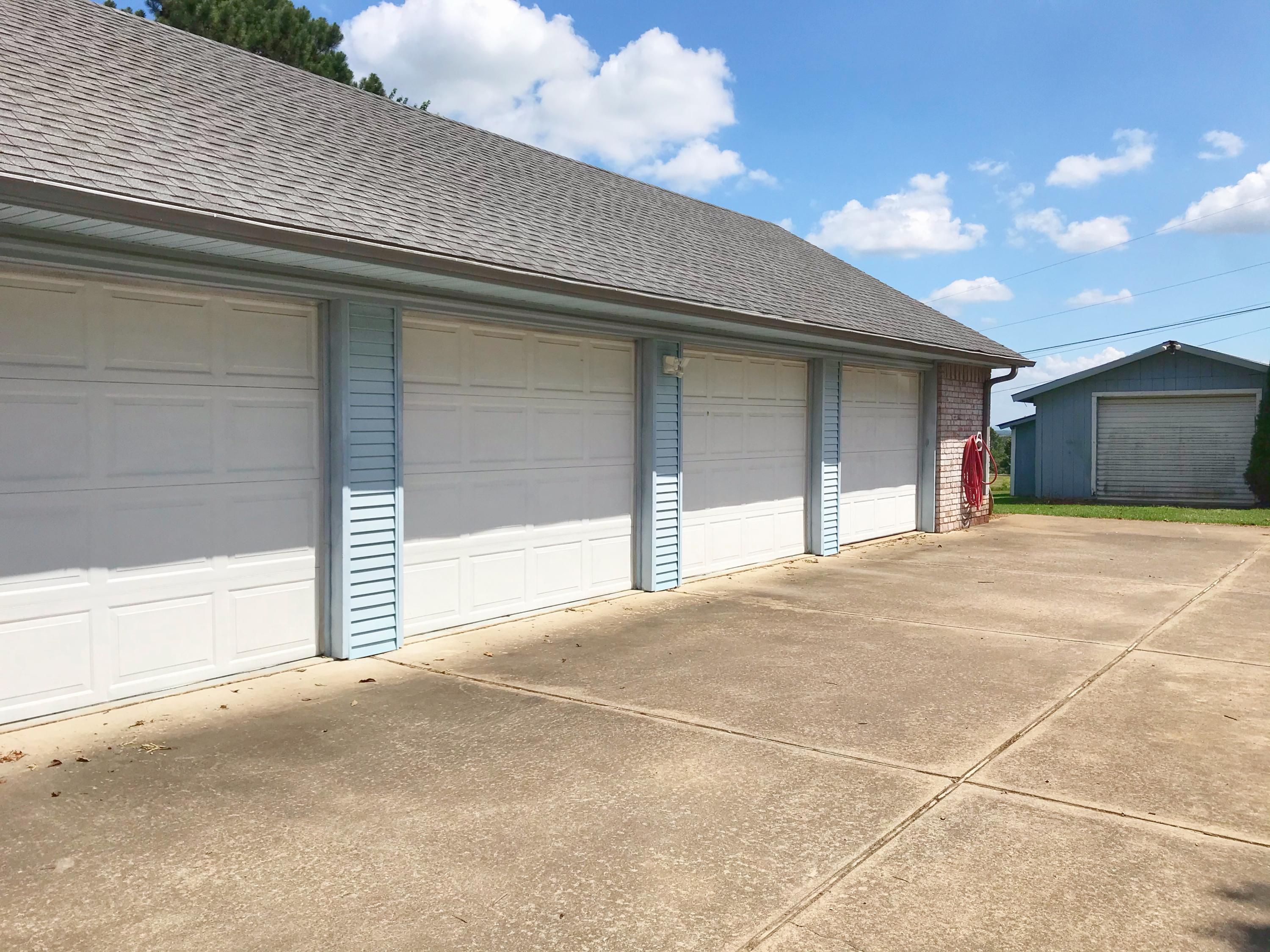 Large photo 10 of home for sale at 175 Sparksford Drive, Russellville, AR