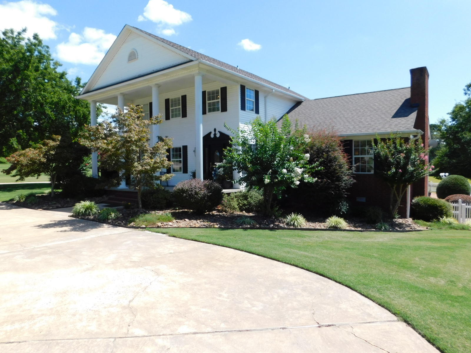 Large photo 1 of home for sale at 401 Carden Place, Russellville, AR