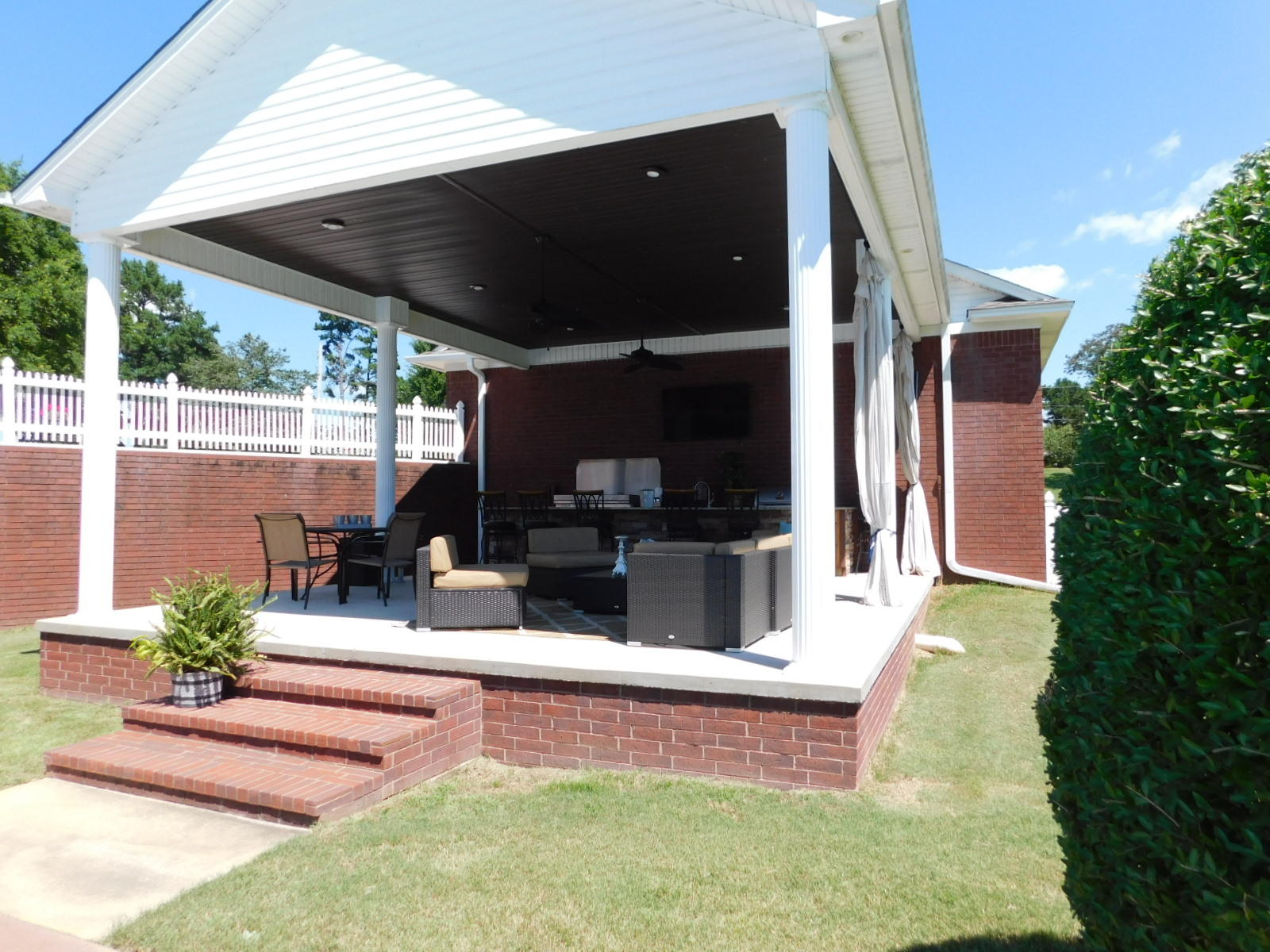 Large photo 36 of home for sale at 401 Carden Place, Russellville, AR