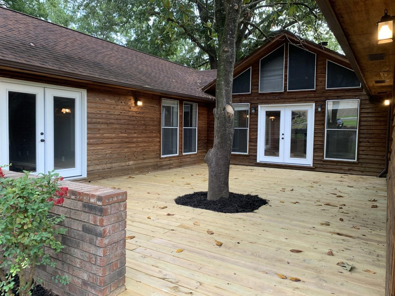 Large photo 2 of home for sale at 1103 Inglewood Avenue, Russellville, AR