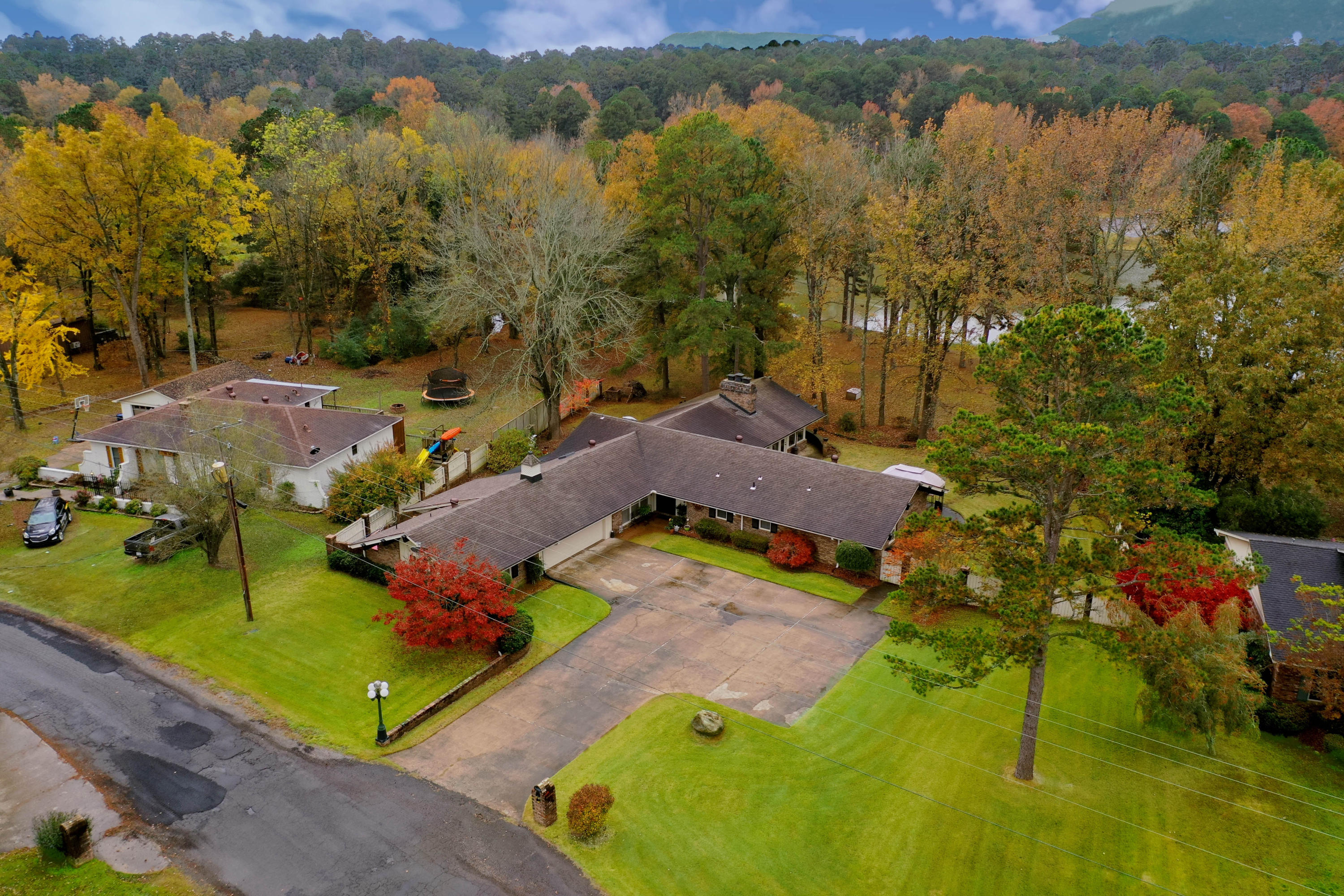 Large photo 4 of home for sale at 10821 Bay Ridge Drive, Dardanelle, AR