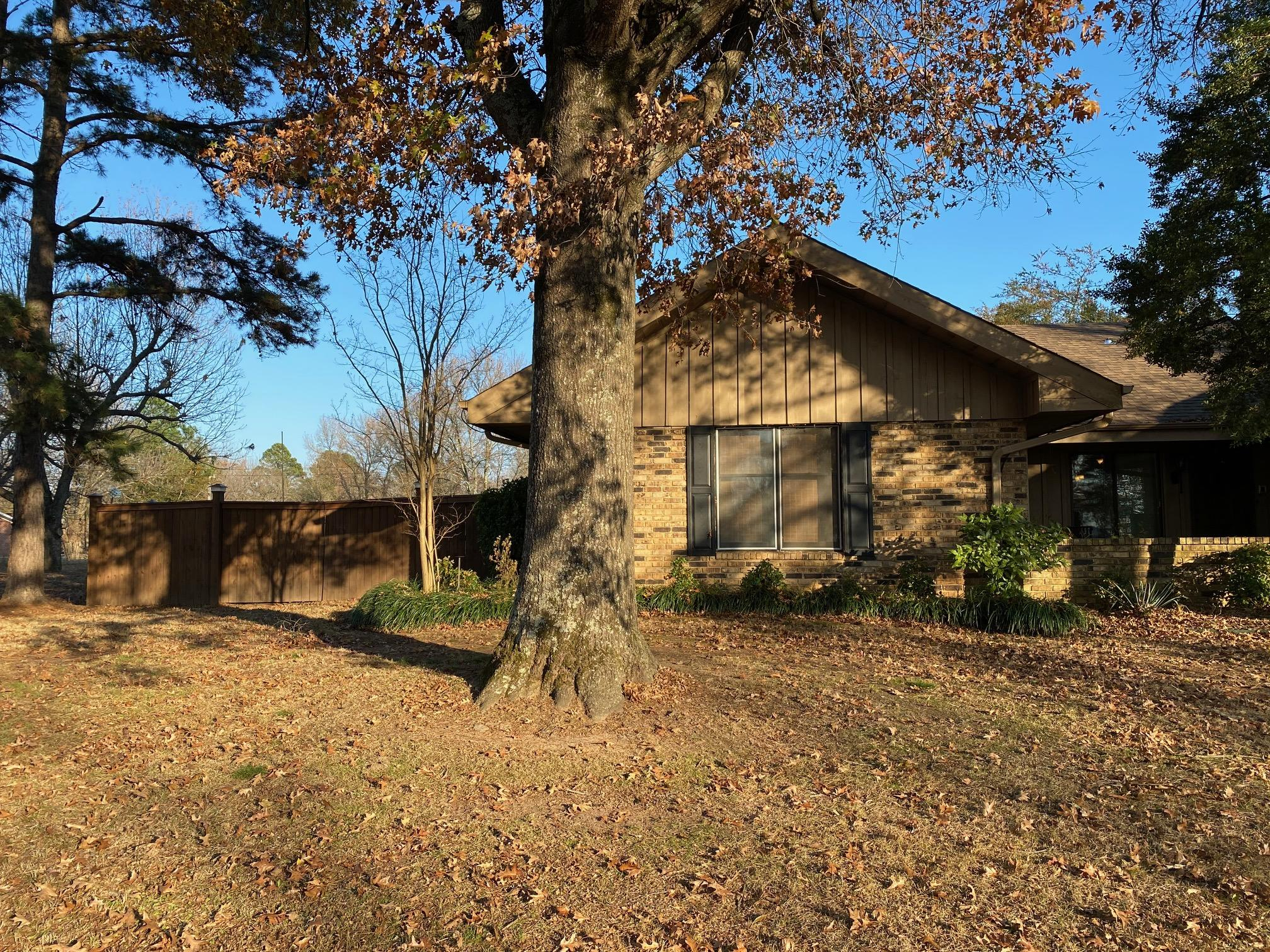 Large photo 2 of home for sale at 445 Grandview Avenue, Clarksville, AR