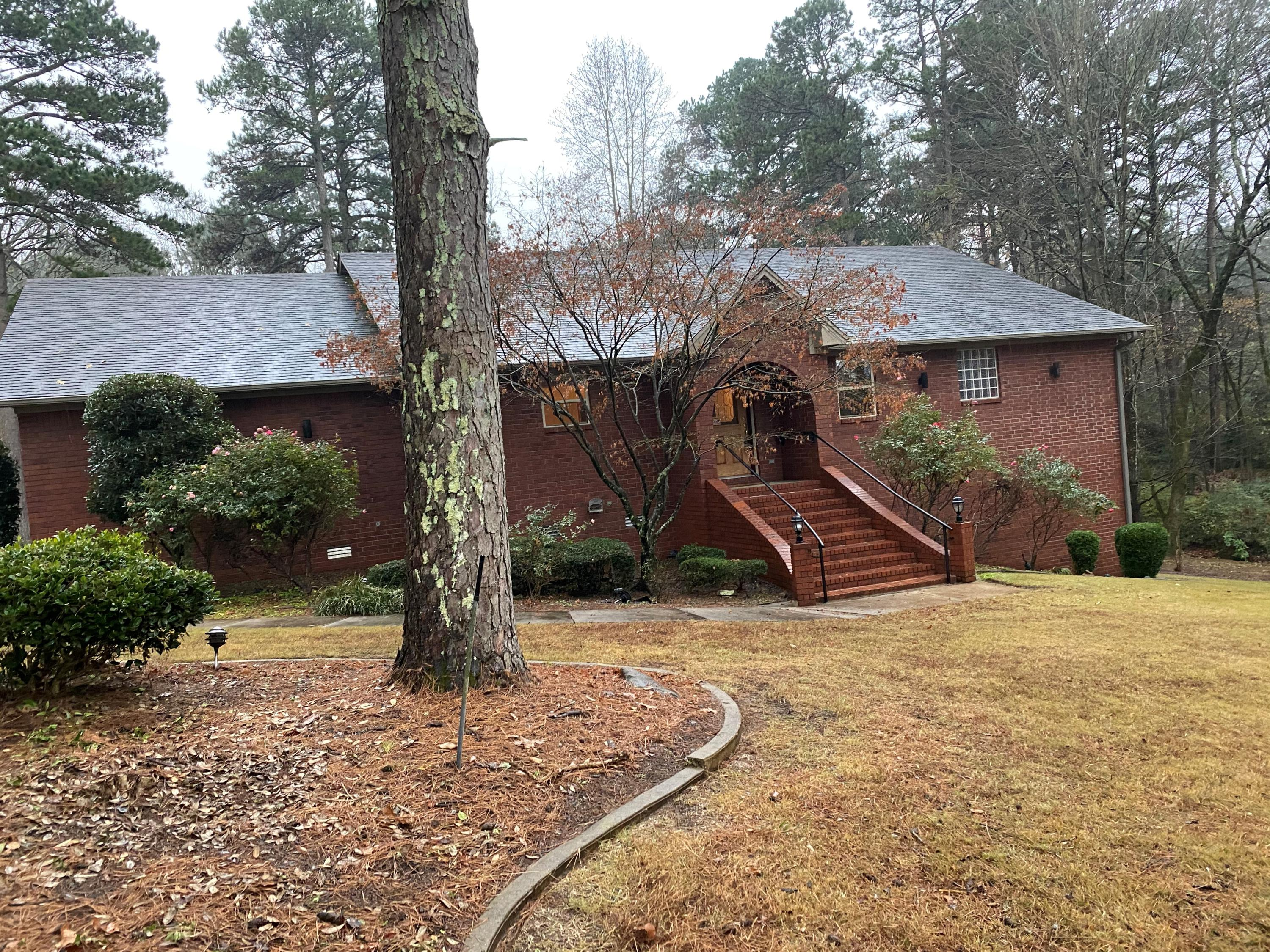 Large photo 2 of home for sale at 209 Hickory Hills Drive, Russellville, AR