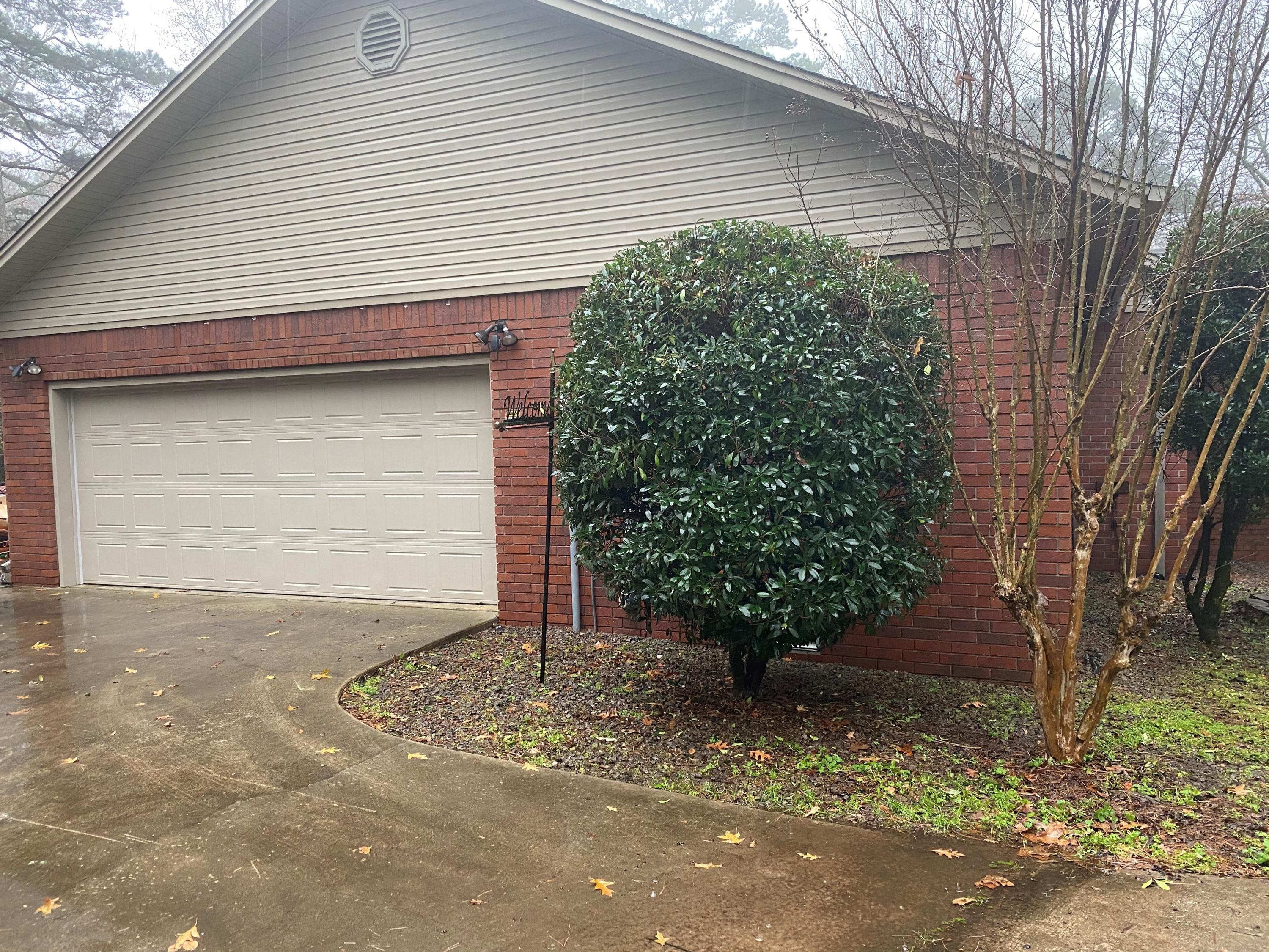 Large photo 9 of home for sale at 209 Hickory Hills Drive, Russellville, AR