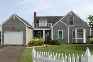 30 Cottage LN, Moneta, VA 24121