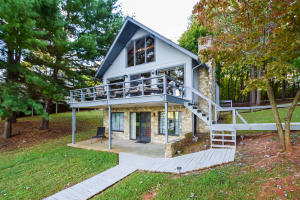 5664 SMITH MOUNTAIN RD, Penhook, VA 24137