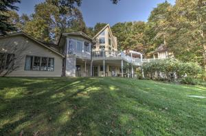 101 Hillview DR, Moneta, VA 24121