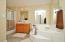 En-suite *Master Bathroom
