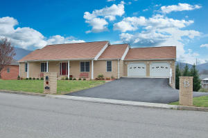 353 Penguin LN, Salem, VA 24153