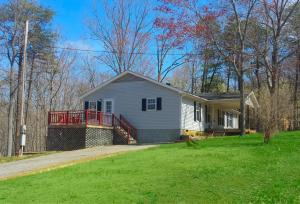 211 Lands End TRL, Moneta, VA 24121
