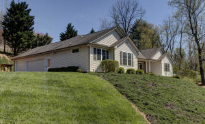6939 Highfields Farm DR, Roanoke, VA 24018