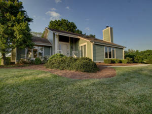 60 Shoreline CIR, Penhook, VA 24137