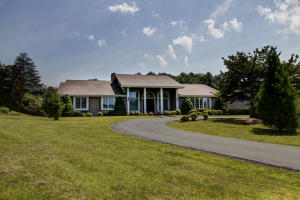 176 East Arrowhead CT, Troutville, VA 24175
