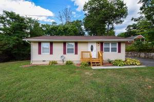 3198 Ivyland RD, Roanoke, VA 24014