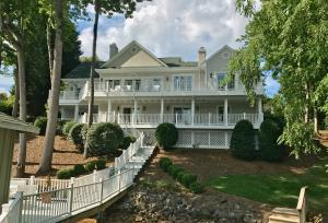 40 Blackwater CIR, Penhook, VA 24137