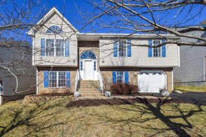 5011 Meadow Crossing LN NE, Roanoke, VA 24019