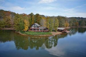 550 Red Barn LN, Wirtz, VA 24184